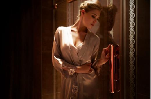 什么淋浴房好?中国淋浴房知名品牌玫瑰岛六度体验成评判好浴房的标准