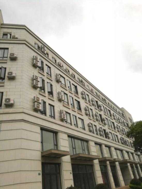 """海尔空调在上海浦东新区竖起4000平""""实机广告牌""""!"""