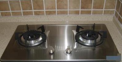 """选择燃气灶时,选""""不锈钢""""燃气灶,还是""""玻璃""""燃气灶?"""