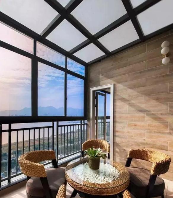 又一个秋冬季来临,露台封玻璃顶还是德高瓦阳光房!