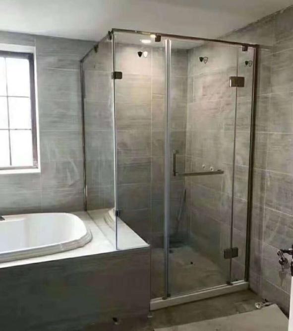 淋浴房究竟该选择平开门还是推拉门?看完不再纠结!